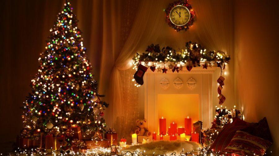 Πιο ευτυχισμένοι οι άνθρωποι που στολίζουν από νωρίς για τα Χριστούγεννα!